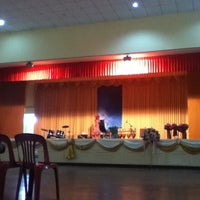 Photo taken at หอประชุมโรงเรียนฤทธิยะวรรณาลัย 2 by นินนารา อ. on 8/17/2012