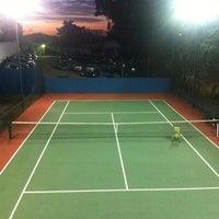 Photo taken at Tenis - Quadra do Robson by Ivan B. on 7/10/2012