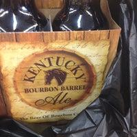 Photo prise au Vas Foremost Liquors par Lindsay M. le8/21/2012