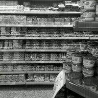 Foto tirada no(a) Sonda Supermercado por Vinicius G. em 3/23/2012