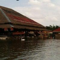 Photo taken at Hua Hin Sam Phan Nam Floating Market by Noon I. on 8/3/2012