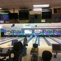 Photo taken at King Pin Bowl and Ale House by Scott H. on 4/13/2012
