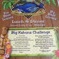 Photo taken at Humpy's Big Island Alehouse by Looper McNickelback on 4/11/2012