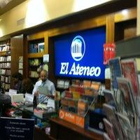 Foto tirada no(a) El Ateneo por Ricardo P. em 3/23/2012