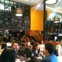 3/25/2012 tarihinde Filipe P.ziyaretçi tarafından Bar da Dona Onça'de çekilen fotoğraf