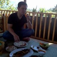Photo taken at Rumah Makan Manjabal 2 by Desira E. on 7/1/2012