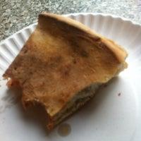 Снимок сделан в Rivoli Pizza пользователем Day W. 8/4/2012