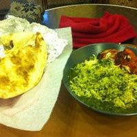 Das Foto wurde bei Bombay's Indian Restaurant von Eugene L. am 2/13/2012 aufgenommen