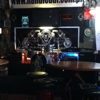 Photo taken at Handlebar Bar and Grill by 🔰Lenlen G. on 8/29/2012