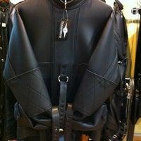 4/18/2012 tarihinde Joe J.ziyaretçi tarafından Mr. S Leather & Mr. S Locker Room'de çekilen fotoğraf