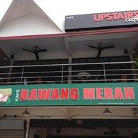 Photo taken at Restoran Bawang Merah by Gin L. on 5/17/2012