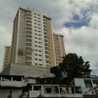 Photo taken at Ponto De Onibus - Pracinha Ari Parreiras by Ludi U. on 8/26/2012