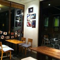 Photo taken at 커피아일랜드 by Seungah C. on 4/30/2012