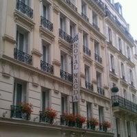 Photo taken at Hôtel Royal Magda Etoile by Mali W. on 7/14/2012