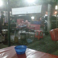 Photo taken at Seafood Dua Saudara by Sonny V. on 6/3/2012