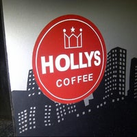 Photo taken at Hollys Coffee by Fernando Z. on 8/4/2012