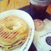 Photo taken at The Coffee Bean & Tea Leaf by Moqmoq on 7/23/2012