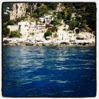 Foto scattata a Isola di Capri da FOODLIFECOACH il 6/30/2012