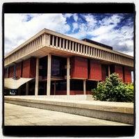 Foto diambil di Milner Library oleh Elizabeth N. pada 6/2/2012