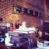 Снимок сделан в Pacamara Boutique Coffee Roasters пользователем ✨Micky😁✨ . 5/22/2012