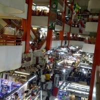 Photo prise au Pasar Pagi Mangga Dua par Citra F. le8/5/2012