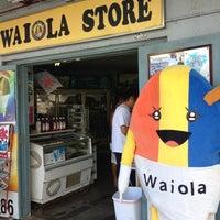 Foto tomada en Waiola Shave Ice por matt j. el 8/14/2012