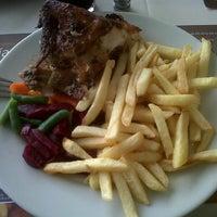 Photo taken at Pardos Chicken by Gustavo C. on 7/15/2012