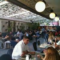 Photo taken at Tint Cafe & Bistro by Osman Batur Ü. on 8/20/2011