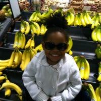 Foto tomada en Ralphs por Jade R. el 3/29/2012