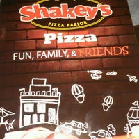 Photo taken at Shakey's Pizza Parlor by Hector G. on 5/20/2012