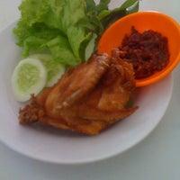 Photo taken at Ayam Goreng PRESTO by Fathya Ro on 9/28/2011