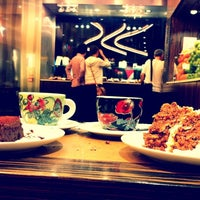 Photo taken at L'Eto Caffé by Hulya A. on 8/10/2012