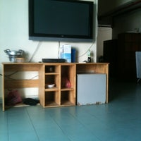 Photo taken at Han Chiang Hostel by Xueqi L. on 8/1/2012