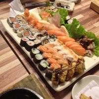 Foto tirada no(a) Cheri Sushi por Mayara F. em 7/6/2012