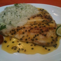 Foto tirada no(a) Restaurante Arco Iris por Isadora F. em 10/8/2011