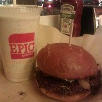 Снимок сделан в Epic Burger пользователем Hadassah B. 11/30/2011