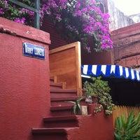Foto tomada en Loreto Garden Bar por Mariela I. el 11/30/2011