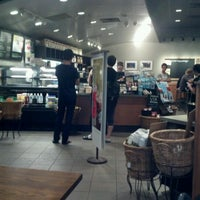Photo taken at Starbucks by Chen L. on 8/23/2011