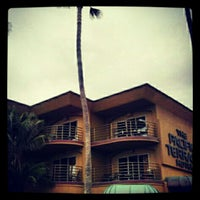 Foto tomada en Pacific Terrace Hotel por Bethany H. el 5/25/2012