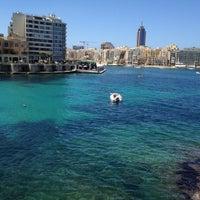 Photo prise au Gardens Sliema Sea Front par Ferda B. le6/26/2012
