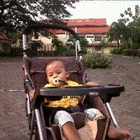 Photo taken at Universitas Merdeka Surabaya by Rouf ique R. on 3/6/2011