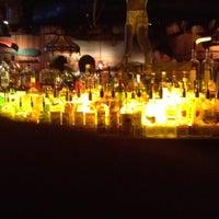Das Foto wurde bei Clyde's Tower Oaks Lodge von William F. am 4/6/2012 aufgenommen