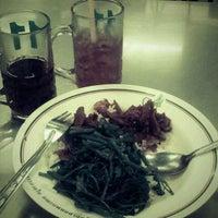 Photo taken at ร้านอาหาร สวัสดิการ ศิริราช by น้องออม ต. on 11/20/2011