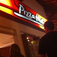 Photo taken at Pizza Hut by Samanta D. on 11/6/2011