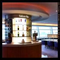 Photo taken at JAL Sakura Lounge - International Terminal by Shinobu S. on 8/19/2011