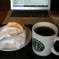 Photo taken at Starbucks by Banriku O. on 6/15/2012