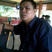 Photo taken at Rumah Makan GAPURO by Rizal A. on 9/28/2011