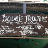 Foto tomada en Double Trouble Caffeine & Cocktails por Jeffrey J. el 5/20/2012