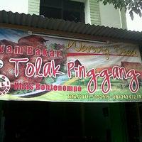 Photo taken at Ayam Tolak Pinggang Khas Bontonompo by dalaulang b. on 3/30/2011
