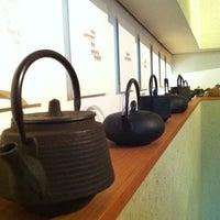 Das Foto wurde bei Tushita Teehaus von atmoravi am 11/19/2011 aufgenommen